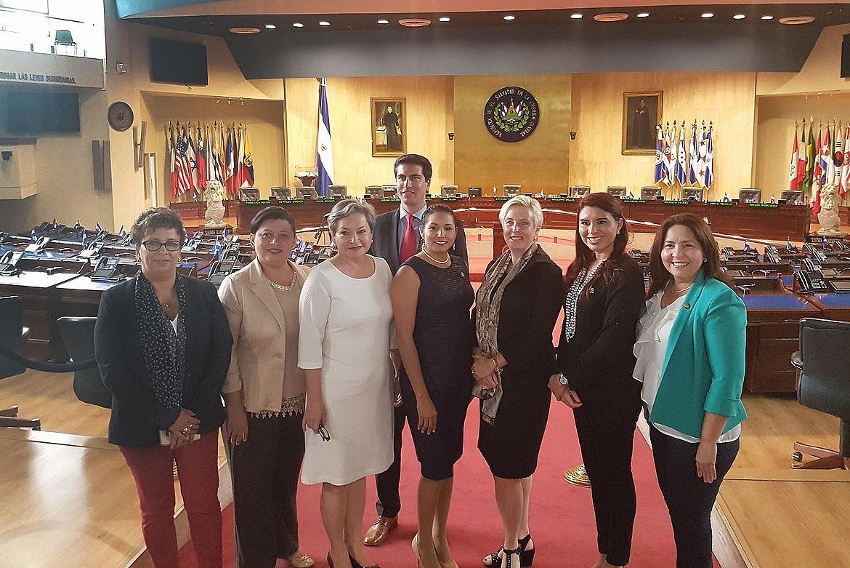 Visita a Grupo Parlamentario de Mujeres