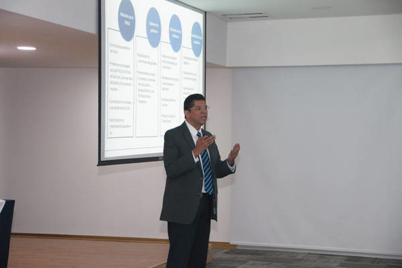 Presentación de Luis Mario Rodríguez, Departamento de Estudios Políticos de FUSADES