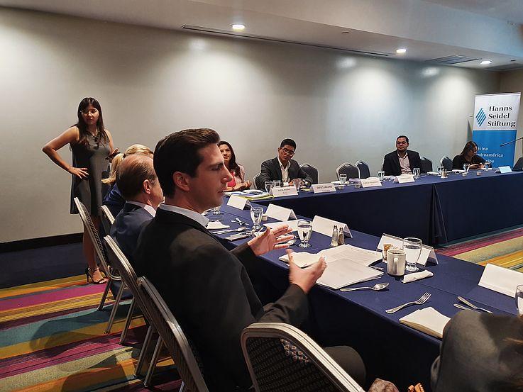Encuentro entre la Plataforma Ciudadana Electoral y miembros de Cuerpo Diplomático acreditado en El Salvador