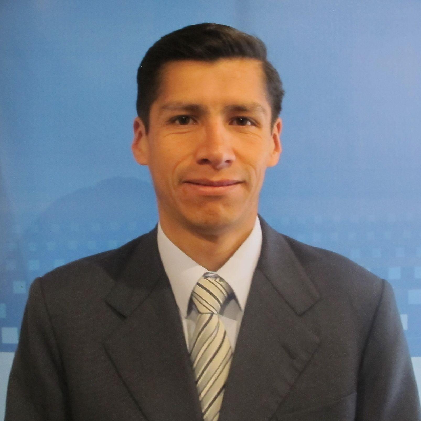 Contador / Administrador Hugo Suxo