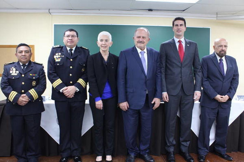 Mesa de honor de Inauguración de Diplomados de la Comisión Nacional de la Reforma Policial de Guatemala