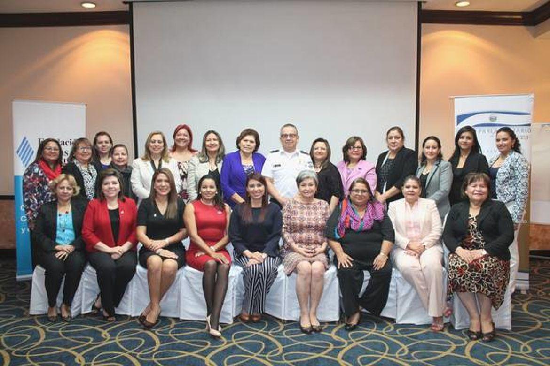Fotografía de Instalación de los Tribunales Especializados para una vida libre de violencia y discriminación para las mujeres del Grupo Parlamentario de Mujeres de la Asamblea Legislativa de El Salvador