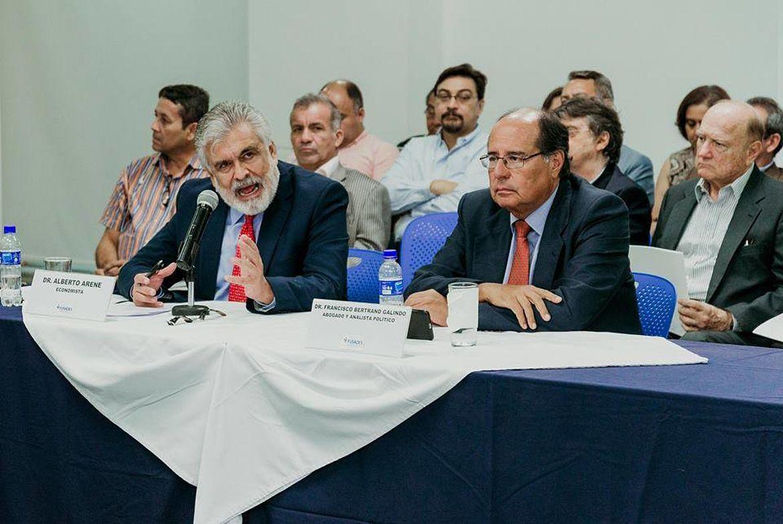 Francisco Arene, Economista; Francisco Bertrand Galindo, Abogado y analista político
