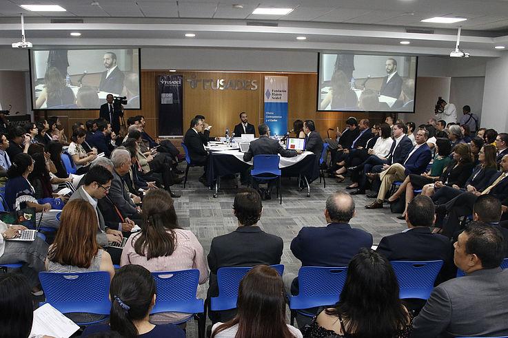 Abrimos un espacio de diálogo con los candidatos a la Presidencia de El Salvador