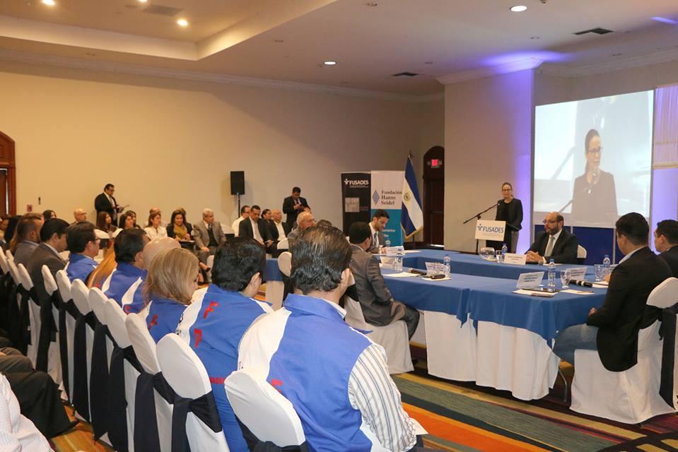 "Participantes del panel ""Plataformas Legislativas 2018-2021"""