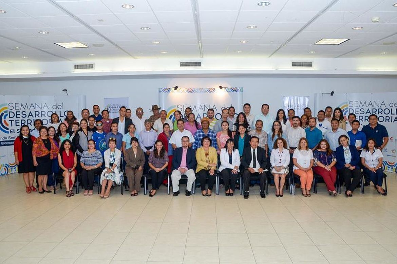 Fotografía grupal de los asistentes a la Segunda Semana del Desarrollo Territorial 2017