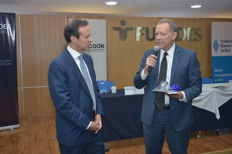 Jorge Quiroga Ramírez, Expresidente de Bolivia; José Ángel Quirós, Fundación Salvadoreña para el Desarrollo Económico y Social