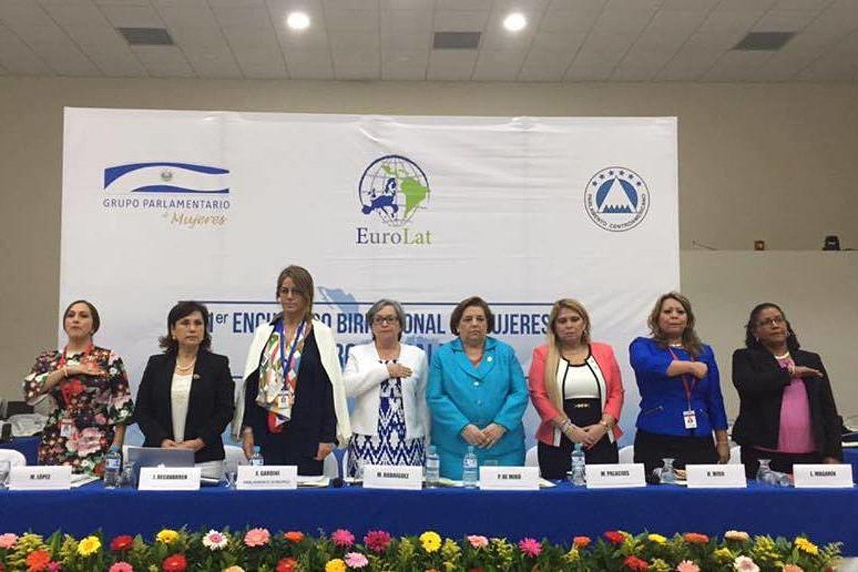Mesa de honor del Primer Encuentro Birregional sobre Género e Igualdad