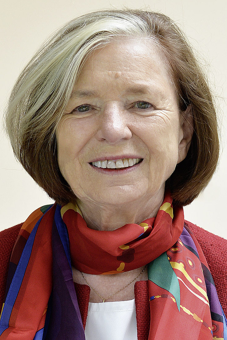 Presidenta Prof. Ursula Männle, Ministro de Estado (retirada)