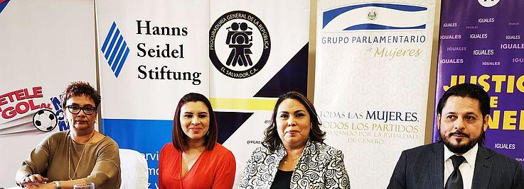 Foto por HSS// La mesa de honor estuvo conformada por diferentes organismos entre los que destacó nuestra contraparte Grupo Parlamentario de Mujeres.