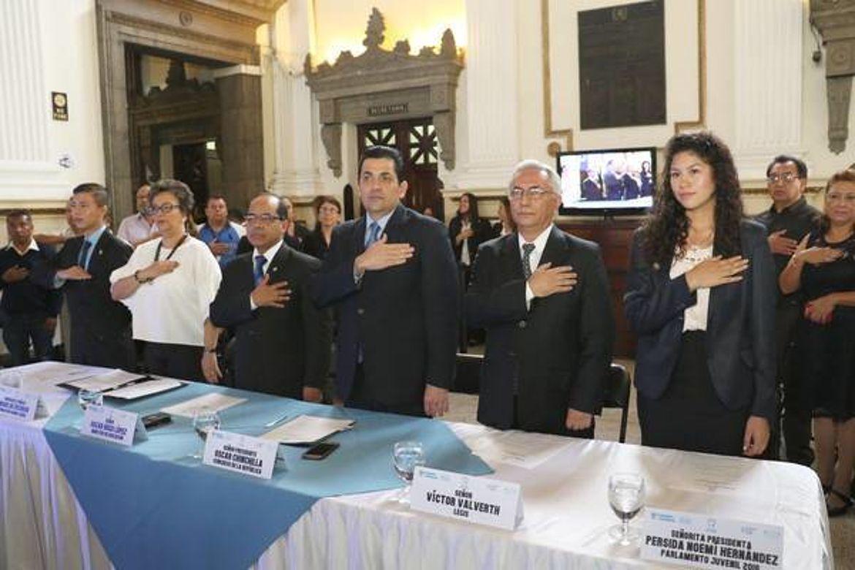 Mesa de honor en el Lanzamiento del Parlamento Juvenil de Guatemala 2017