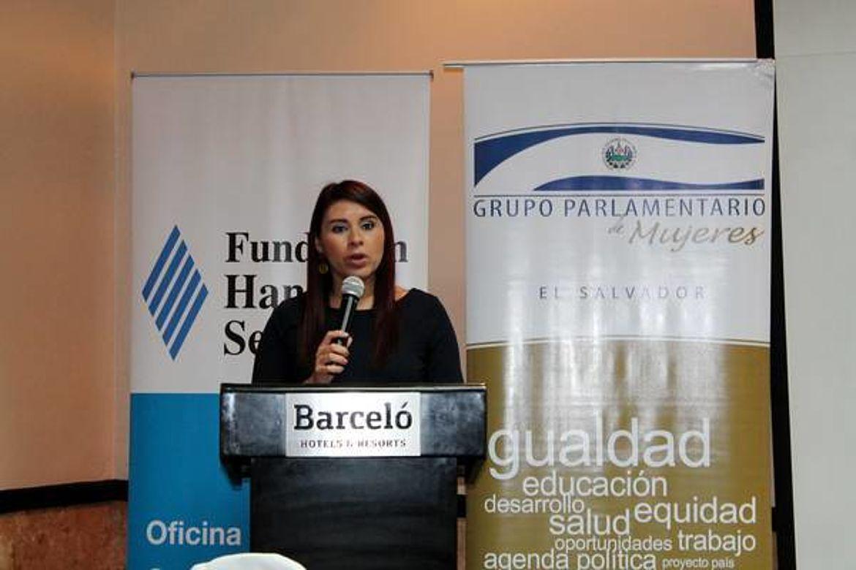 Marta Evelyn Batres, Grupo Parlamentario de Mujeres de la Asamblea Legislativa de El Salvador