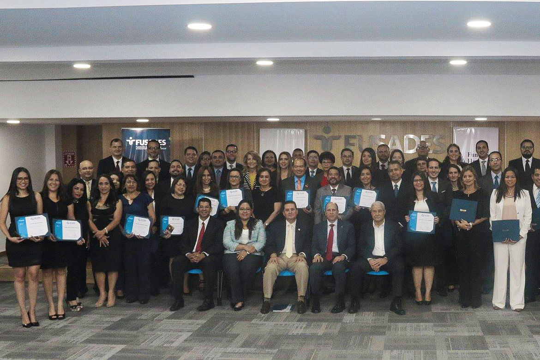 """Foto de Graduación de la Segunda Promoción del Diplomado """"Aspectos Generales de los Sistemas Políticos y de la Gestión Pública"""""""