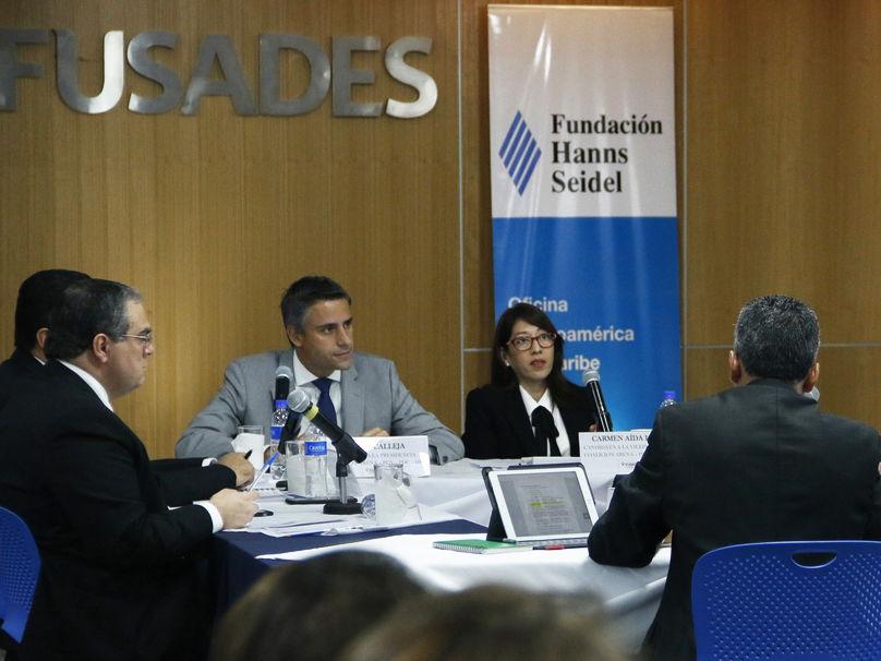 Carlos Calleja y Carmen Aída Lazo, fórmula aspirante a la Presidencia por la coalición Alianza por un Nuevo País.
