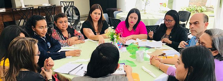Foto por HSS// Después de la presentación inaugural las y los asistentes desarrollaron el taller en grupos.